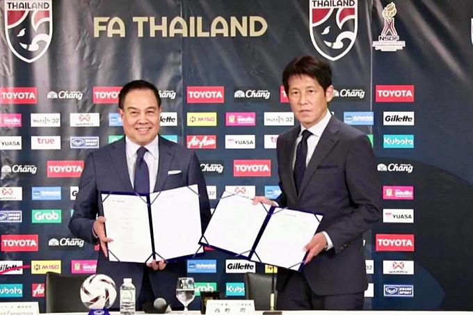 HLV Nishino ký hợp đồng với tuyển Thái Lan hôm 19/7.