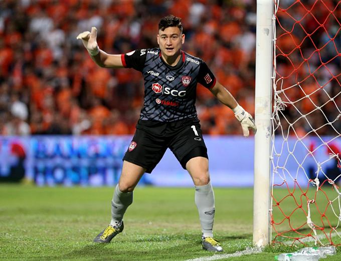 Văn Lâm là trụ cột trong sự hồi sinh của Muangthong giai đoạn hai Thai League.