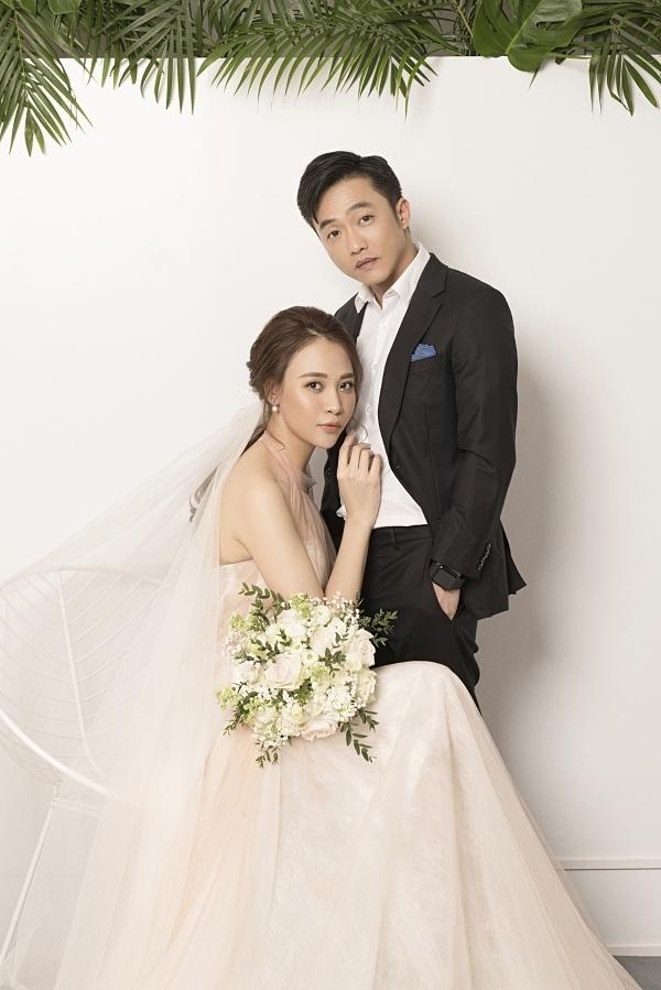 Đàm Thu Trang lựa chọn những kiểu váy cưới thanh lịch, phù hợp vóc dáng.