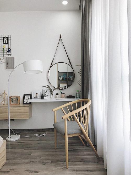 Tất cả nội thất trong phòng ngủ hướng đến sự tối giản, không cầu kỳ, rườm rà trong trang trí.