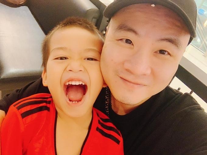 Bé Tít, 6 tuổi, mới được Đỗ Mạnh Cường nhận nuôi.