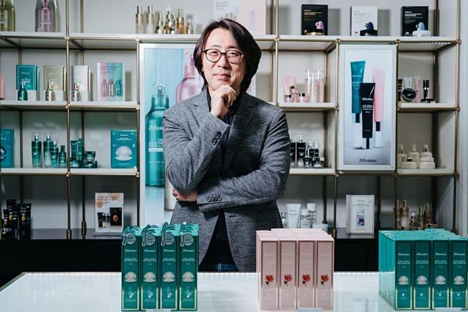 Kim Jung-woong trongcửa hàng JM Solution tại thủ đôcủa làn sóng K-Beauty - phố mua sắm Myeongdong. Ảnh: Forbes.
