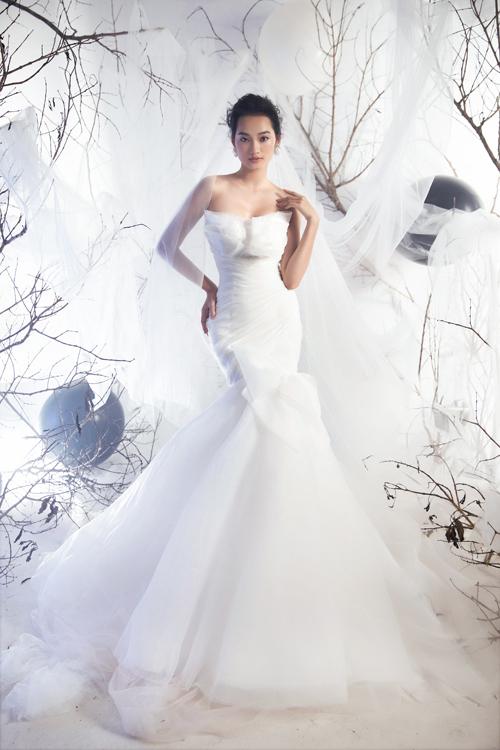 Một chiếc váy đuôi cá cúp ngực đẹp cần đáp ứng tiêu chí khoe dáng thon, vòng eo con kiến, giúp cô dâu trở nên quyến rũ ở từng khung hình.