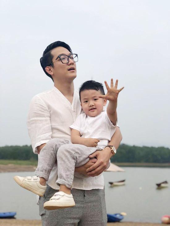 Chí Nhân và con trai - kết quả của cuộc hôn nhân với Thu Quỳnh.