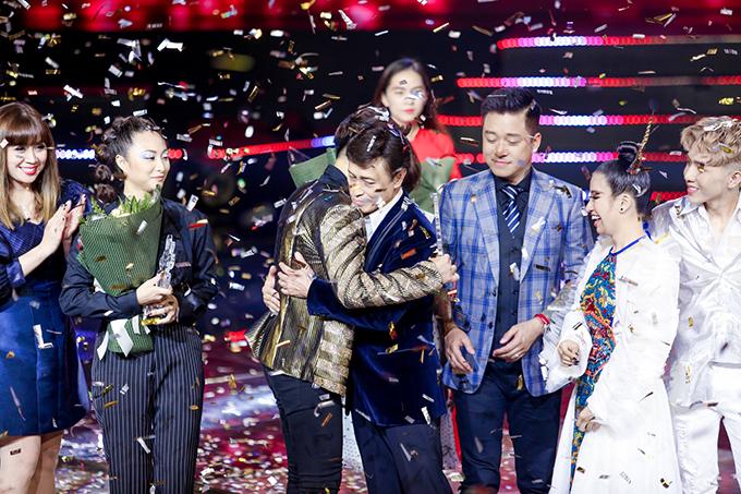 Chung kết Giọng hát Việt 2019 diễn ra tối 21/7 tại TP HCM và được truyền hình trực tiếp. Chương trình là sự đua tài của các thí sinhđến từ 4 đội thi bao gồm Hoàng Đức Thịnh, Bích Tuyết, nhóm Dominix, Layla và Lâm Bảo Ngọc. Họ trải qua 2 phần thi đơn ca và song ca cùng ca sĩ khách mời. Kết quả, Hoàng Đức Thịnh giành ngôi Quán quân với 35,93% số phiếu bình chọn từ khán giả.