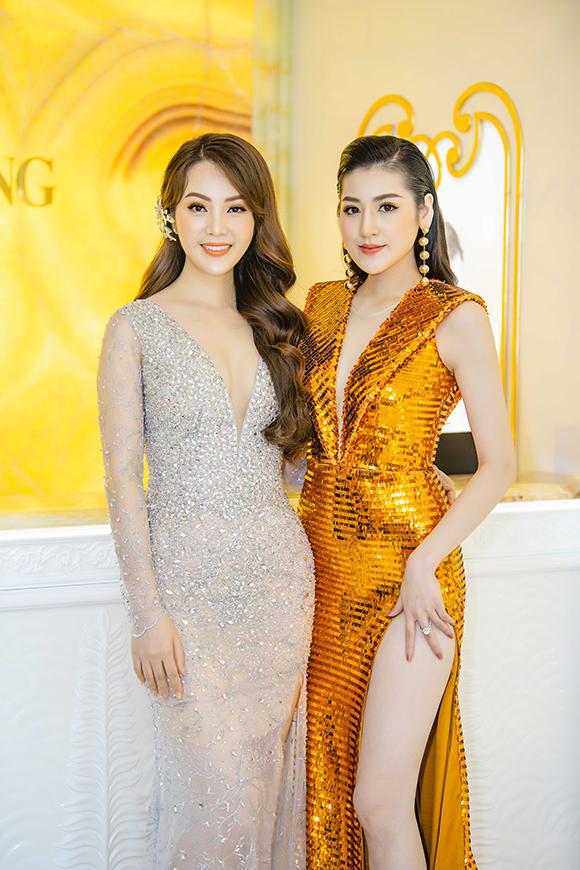 Trong sự kiện hôm qua, Tú Anh còn hội ngộ Á hậu Thụy Vân. Hai người đẹp từng có thời gian là đồng nghiệp khi cùng công tác tại VTV24.
