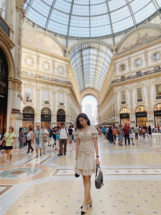 Huyền Mi mix hàng hiệu khi du lịch châu Âu