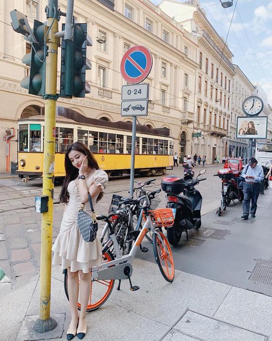 Huyền Mi mix hàng hiệu khi du lịch châu Âu - 2