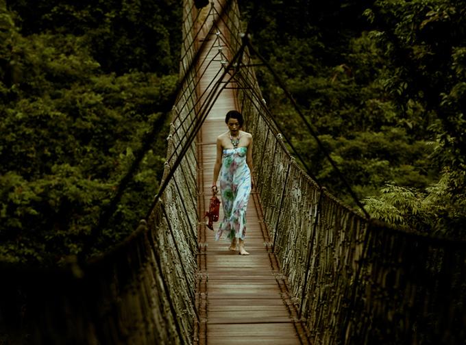 Cây cầu treo thử thách tình cảm đôi lứa trong Cá mực hầm mật - 2