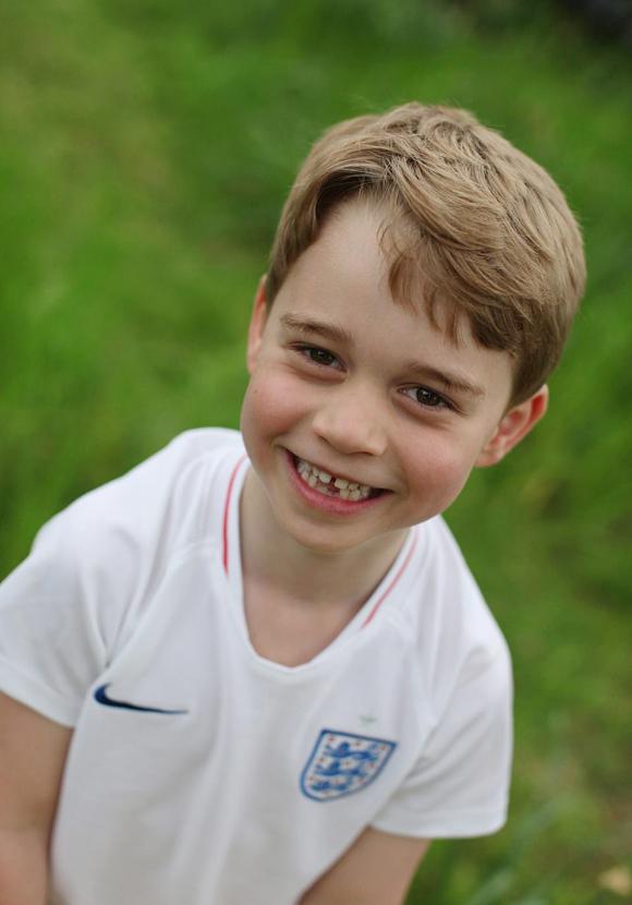 Hoàng tử George bắt đầu thay răng sữa khi lên 6 tuổi. Ảnh: Kensington Palace.