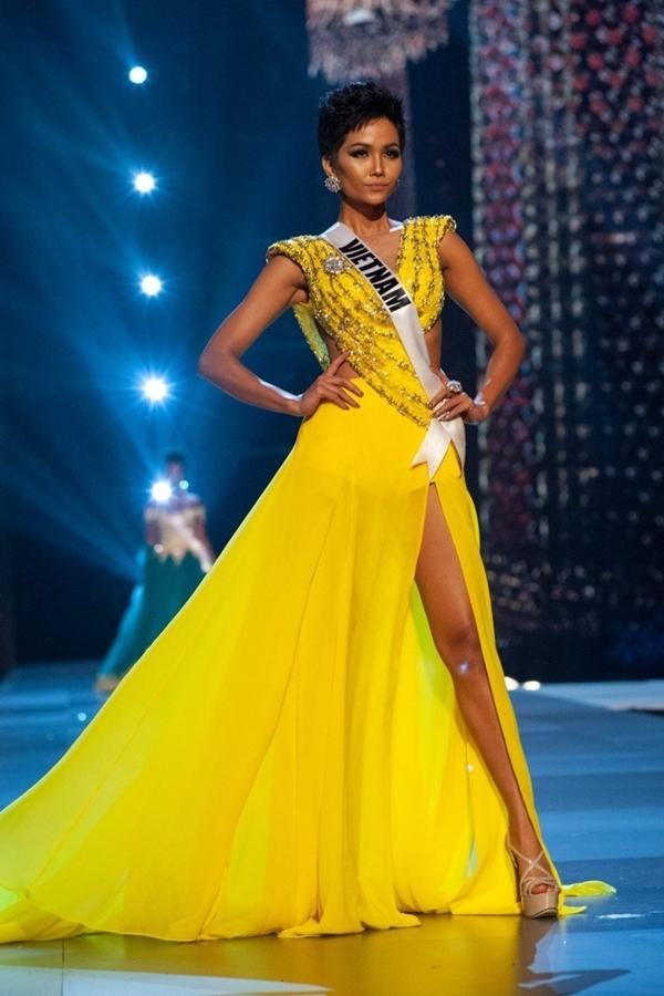 HHen Niê thi dạ hội ở Miss Universe 2018.
