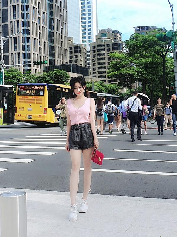 Ivy vừa về nước sau chuyến sang Đài Loan làm khách mời trong một cuộc thi hoa hậu. Cô có dịp tham quan thành phố Đài Bắc.
