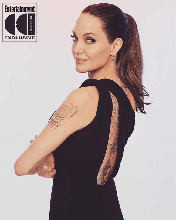 Angelina ra mắt người hâm mộ với hình ảnh vừa mạnh mẽ vừa quyến rũ.