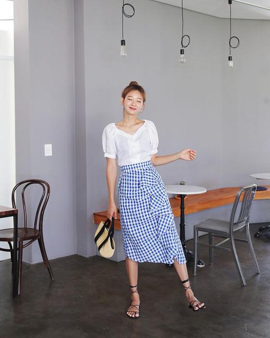 Những mẫu túi xinh xắn, giá bình dân dễ dàng hòa hợp với các xu hướng thịnh hành như áo tay bồng, áo blouse, chân váy mdi, chân váy vạt xéo.