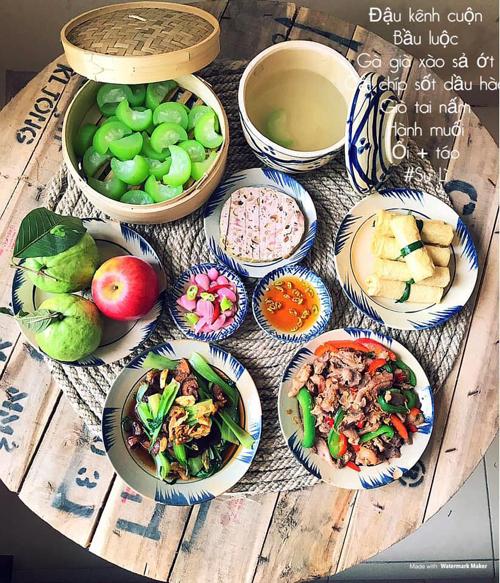 Những bữa cơm do chị nấu thường có 1-2 món mặn, một món phụ và một món canh (rau).
