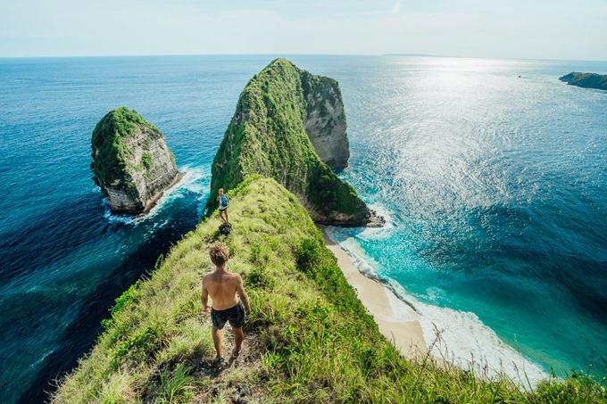 Sống lưng khủng long ở bãi biển Kelingking, đảo Bali, Indonesia. Ảnh: adventurebyarie.