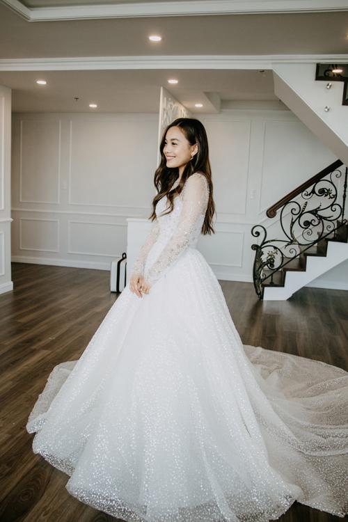 Trang phục lấy cảm hứng từ váy cưới xa hoa, lộng lẫy của cô dâu vùng Trung Đông.