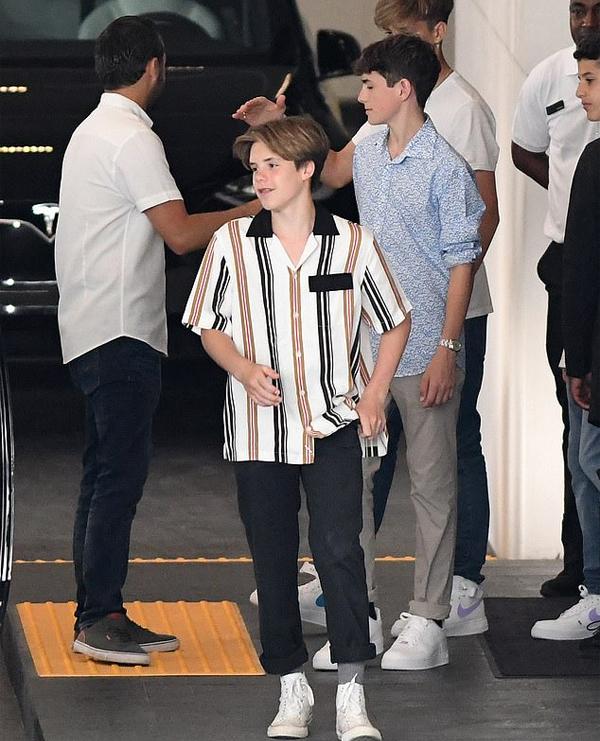 Hai nhóc Cruz và Romeo cũng góp mặt trong chuyến đi thăm tòa nhà đắt giá tại Miami.