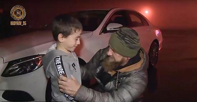 Rahim được nhà lãnh đạo Kadyrov của Chechnya tặng Mercedes-Benz hồi tháng 11/2018. Ảnh: Instagram.