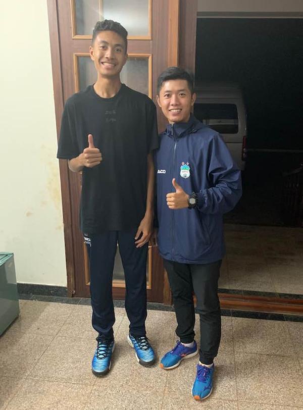 Kenny Phi Hoang Chandler đến học viện HAGL hôm 22/7. Ảnh: FB.