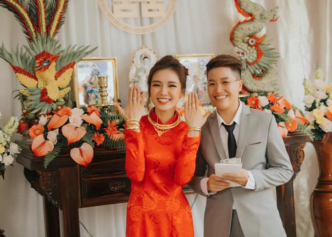Cô dâu khoe quà cưới nhà chồng cho trong hôn lễtổng cộng là 3 lượng vàngvà 1.000 USD.