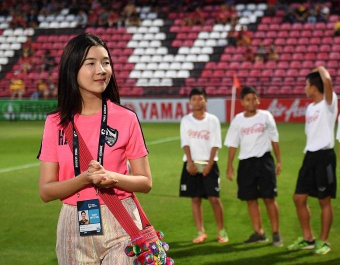 Nữ chủ tịch có mặt trong mọi trận đấu của Chiangrai mùa này. Ảnh: Chiangrai Utd.