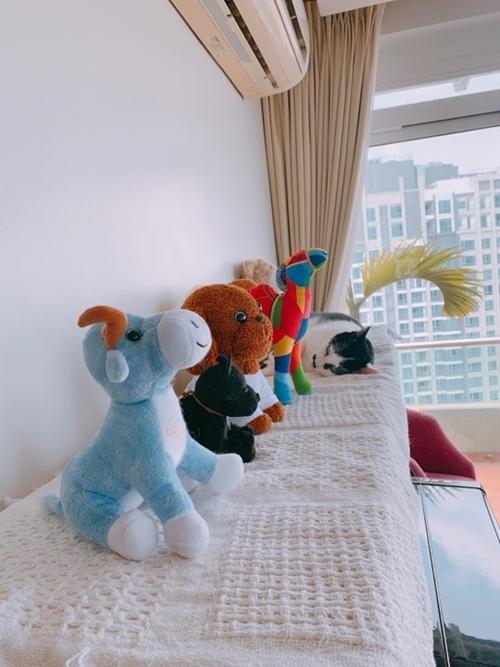 4 phòng ngủ trong nhà được vợ chồng Phương Maiphân chia chức năng cụ thể: 1 phòng để ngủ, 1 phòng cho khách, 1 phòng chuẩn bị cho em bé sau này còn 1 phòng cải tạo thành buồng thay đồ.