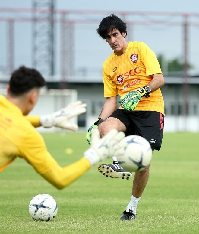Được làm việc với một HLV thủ môn nhiều kinh nghiệm, từng dẫn nhiều CLB khắp châu Á và đội tuyển Iran, có thể giúp Đặng Văn Lâm tiến bộ hơn trong thời gian tới.