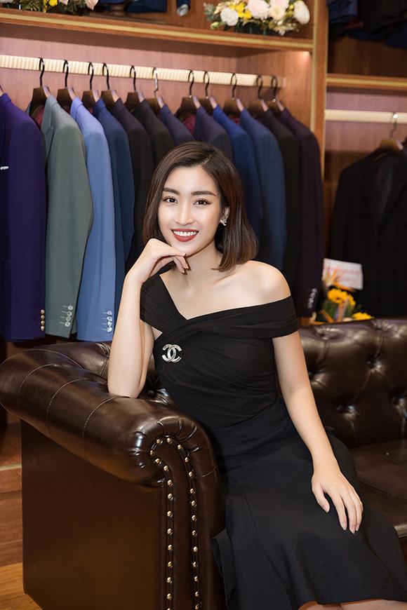 Thời gian gần đây, Đỗ Mỹ Linh được chú ý nhiều sau khi hình ảnh hẹn hò với thiếu gia Bảo Hưng được lan truyền. Bên cạnh đó, Hoa hậu Việt Nam 2016 cũng vướng phải ý kiến trái chiều vì ngôn ngữ bình dân tại chương trình Cuộc đua kỳ thú.