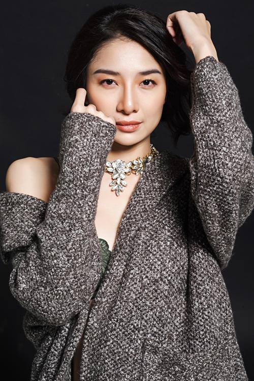 Bước qua tuổi 30, Minh Khuê không vội vã chuyện chồng con, chị bảo muốn cháy hết mìnhcho tình yêu nghệ thuật.