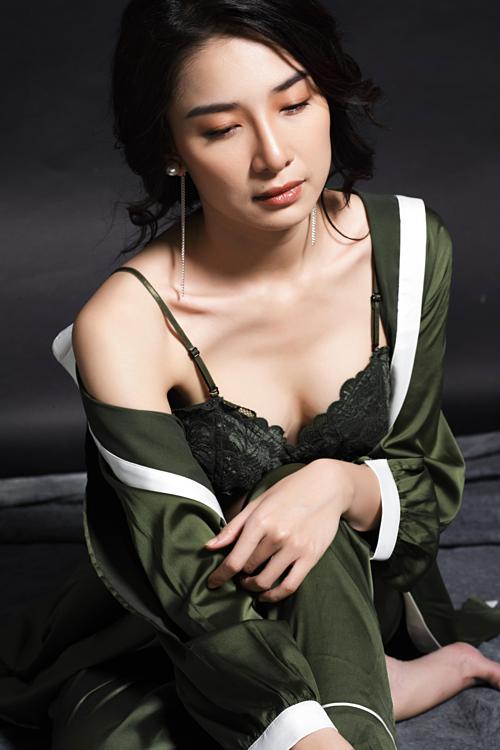 Ammy Minh Khuê hiện tại phát triển song song cả diễn xuất và ca hát. Cô theo đuổi hình ảnh sexy, quyến rũ.