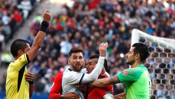 Messi bị thẻ đỏ trong trận đấu với Chilê hôm 6/7 sau khi