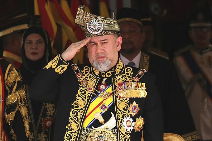 Cựu vương Muhammad V trước khi thoái vị. Ảnh: AP.