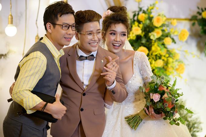 Ca sĩ Trọng Khương từng thi Solo cùng Bolero với Tú Tri cũng tới dự hôn lễ của đồng nghiệp.