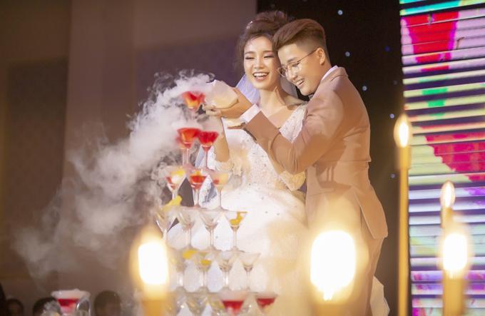 [Caption] Nói về ý nghĩa của lễ thành hôn này, Á quân Solo cùng Bolero 2018 Tú Tri không khỏi nghẹn ngào: