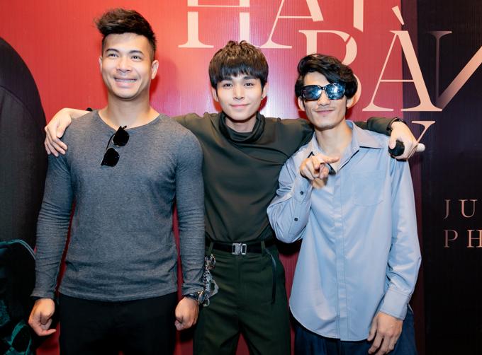 Ca sĩ Trương Thế Vinh (ngoài cùng bên trái) và diễn viên Liên Bỉnh Phát của phim Song Lang đến chung vui với đồng nghiệp.