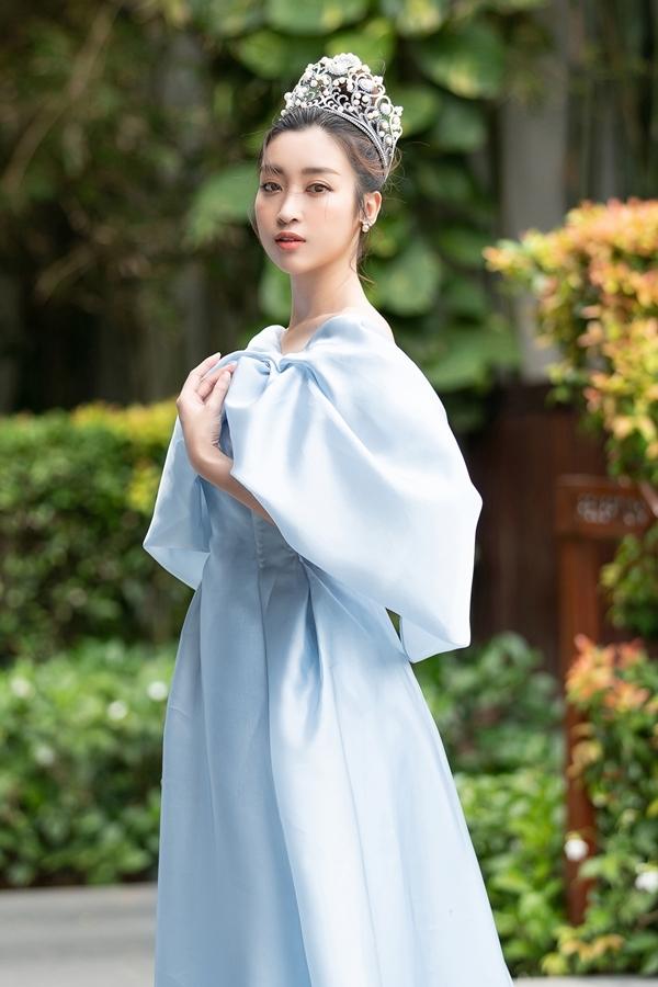 Mới đây, Mỹ Linh gây chú ý qua mối tình với thiếu gia Bảo Hưng - tình cũ của Á hậu Tú Anh.