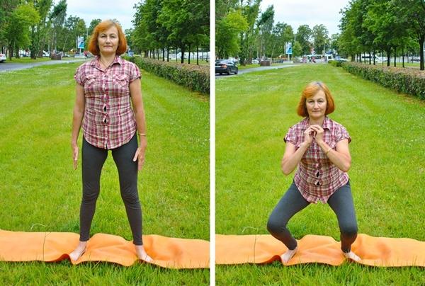 Đứng thẳng, hai chân rộng bằng vai, thực hiện động tác squat 20 lần.