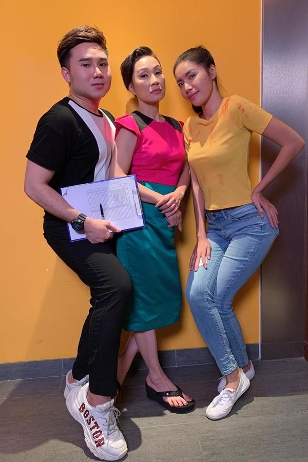 Hồng Đào hội ngộ người mẫu Minh Tú và Tiến Công trên phim trường.