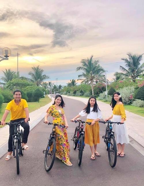 Gia đình diễn viên Quyền Linh vừa kết thúc chuyến nghỉ dưỡng ngắn ngàytại Quy Nhơn, Bình Định.