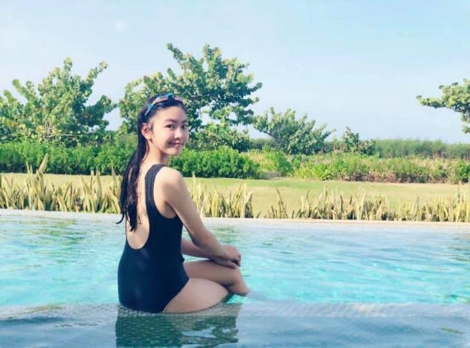 Thảo Linh khoe vóc dáng tuổi 14 trước ống kính của mẹ.