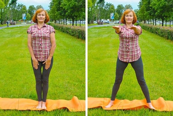 Đứng thẳng, hai chân chụm, hai tay duỗi thẳng úp lên đùi. Bật nhảy mở rộng hai chân, hai tay đưa thẳng trước ngực 20 lần.