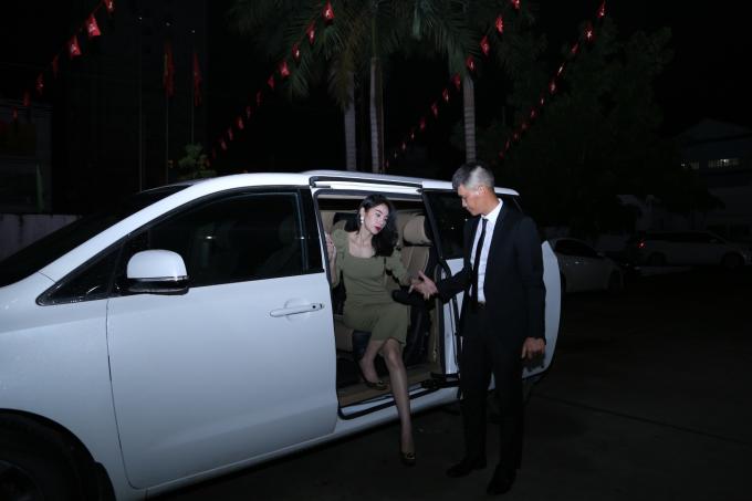 Thủy Tiên, Công Vinh đấu trí giành giải thưởng 6 tỷ đồng trong gameshow Tường Lửa