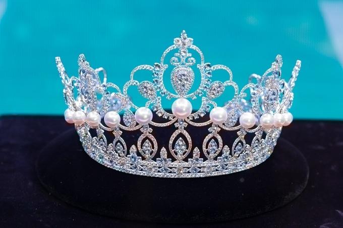 Ban tổ chức cũng công bố vương miện dành cho tân hoa hậu trị gia 3 tỷ đồng.