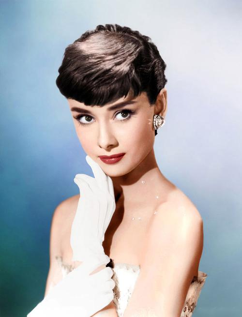 Nữ minh tinhAudrey Hepburn được coi là hiện thân củ vẻ đẹp đài các, thuần khiết và là nguồn cảm hứng cho phong cách làm đẹp củ nữ giới, trong đó có hàng triệu cô dâu.