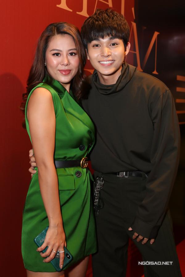 Diễn viên Nam Thư nổi bật với trang phục màu xanh lá.