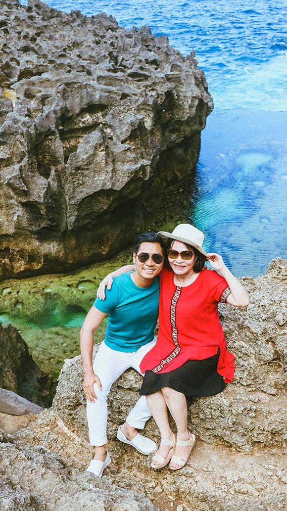 Hòn đảo Nusa Penida là địa điểm được hai mẹ con Nguyên Khang yêu thích trong chuyến đi này.
