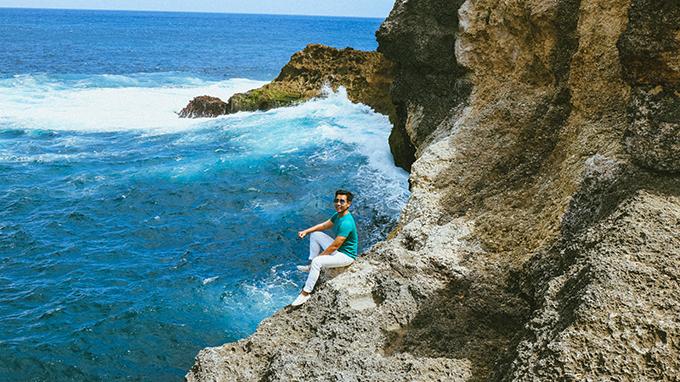 Màu nước xanh ngắt, trong vắt giữa hai vách đá khiến địa danh này được nhiều người gọi là thiên đường trên mặt đất.