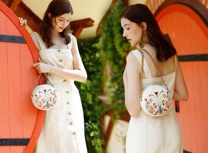 Túi xách Venuco F56 - trắng hoa