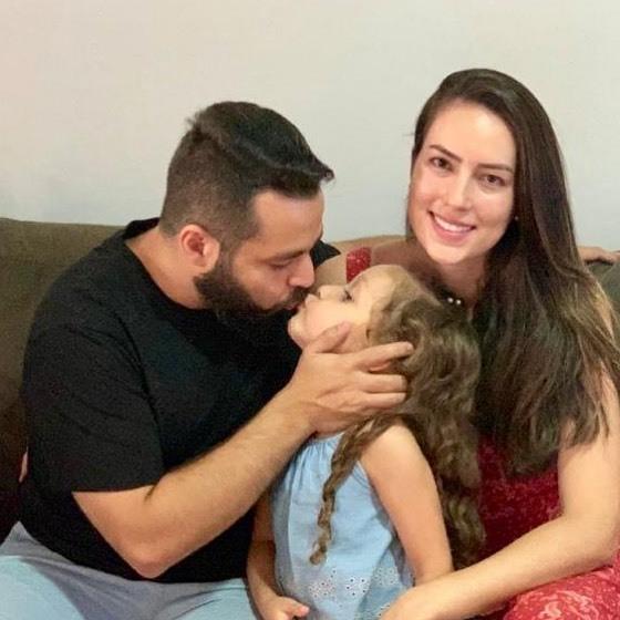 Ông bố giả gái bỏ mặc lời chê cười vì lời hứa với con gái